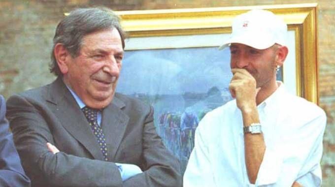 Romano Cenni insieme con Marco Pantani alla fine degli anni Novanta