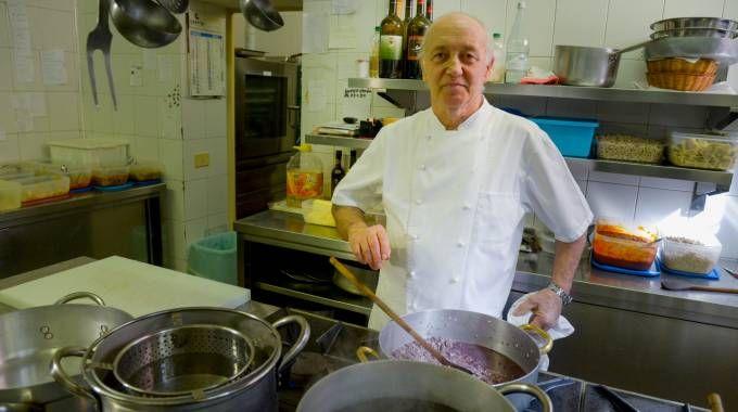 Il ristoratore Mario Cattaneo, 67 anni, che ha sorpreso i malviventi e imbracciato il fucile