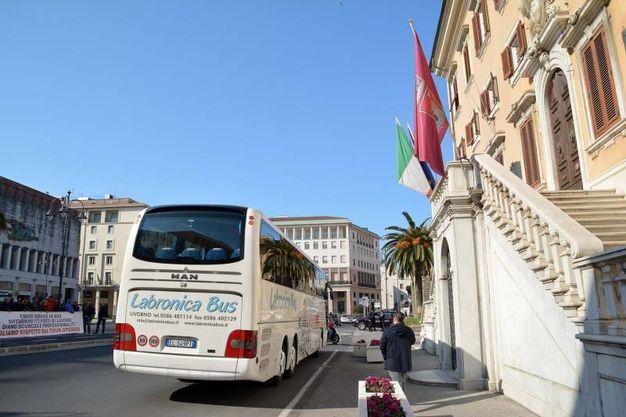 """Livorno, la protesta degli autisti del """"Cbs"""" e l'incontro in Co0mune con il sindaco Nogarin (Lanari)"""