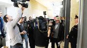 Giornalisti e fotoreporter fuori dall'aula del tribunale di Rimini (foto Migliorini)