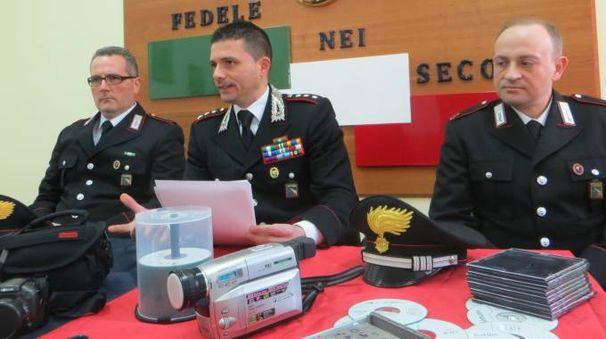 Al centro, il comandante dei carabinieri di Faenza, il capitano Cristiano Marella (Veca)