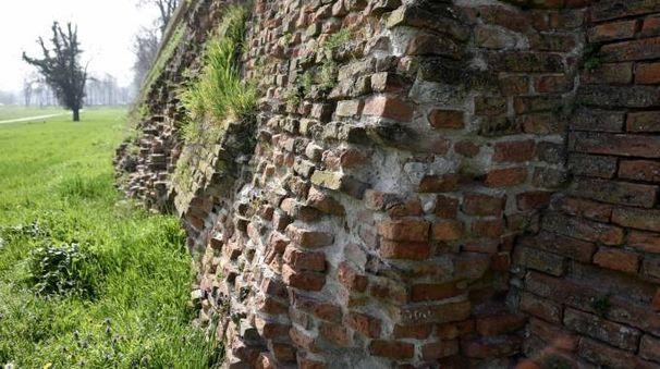 Allarme per le Mura di Ferrara (foto BusinessPress)