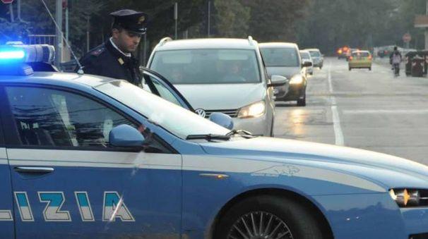 La polizia (foto Donzelli)