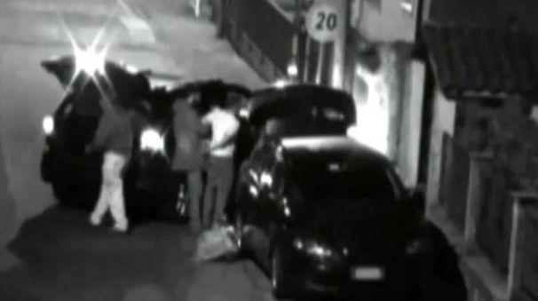 Un fermo immagine in occasione di uno dei tanti arresti in flagranza compiuti nell'autunno del 2015 (Cardini)