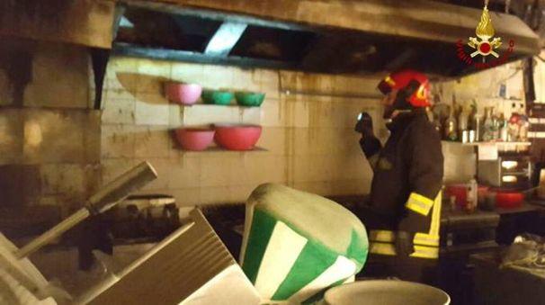 I vigili del fuoco nella cucina del Tunning pub