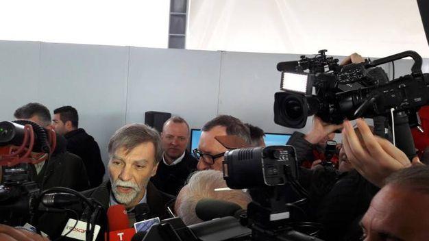 Il ministro Delrio con i giornalisti