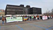 Striscioni esposti dagli studenti (foto Artioli)