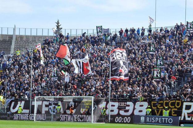 I tifosi dell'Ascoli (foto LaPresse)