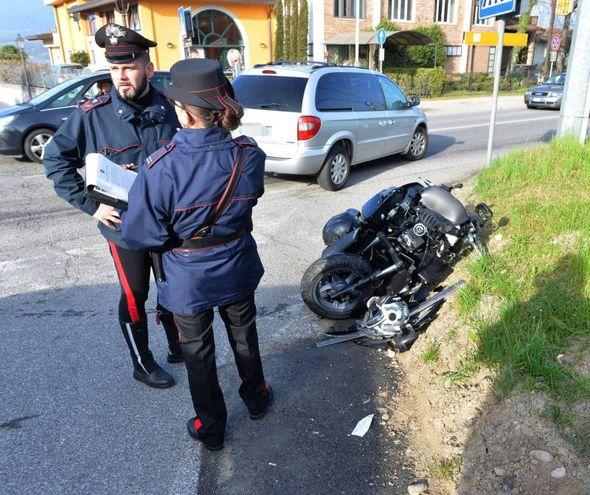 Bodio Lomnago, auto travolge moto: muore papà, gravissima figlia 13enne