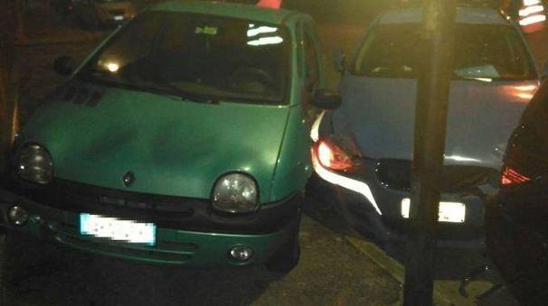 L'auto della Stradale si è scontrata con due auto in sosta in via Pascal