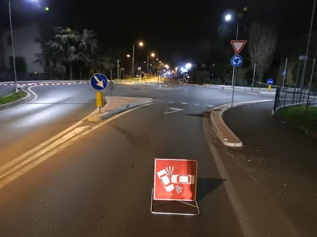 Il terribile incidente si è verificato in via Dè Brozzi a Lugo (foto Scardovi)