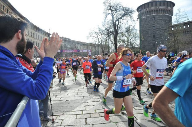La partenza della Stramilano Half Marathon riservata agli agonisti (Newpress)