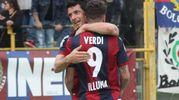 L'abbraccio tra Dzemaili e Verdi (foto Ansa)