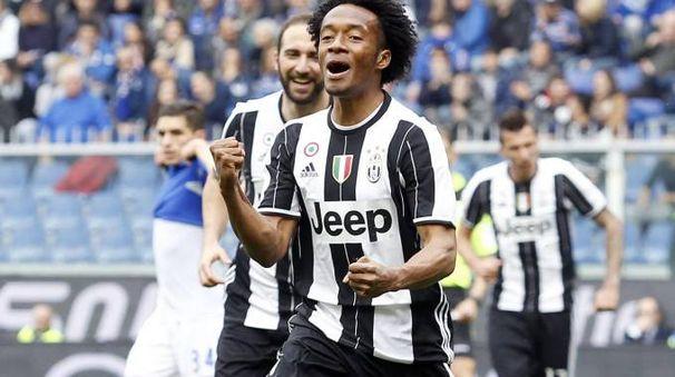 L'esultanza dei campioni d'Italia al gol di Cuadrado