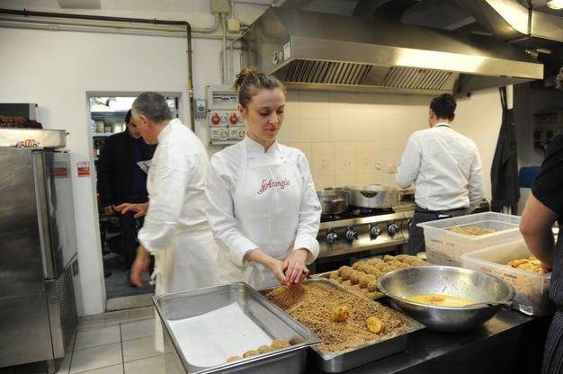 La preparazione del supplì (foto Fiocchi)