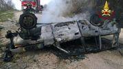 L'auto carbonizzata nel tragico incidente dove ha perso la vita un uomo