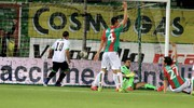 La rete di Rodriguez che porta in vantaggio il Cesena (foto Ravaglia)