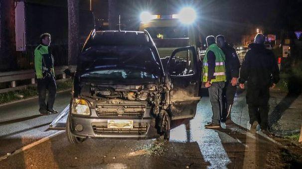 Lo scontro tra auto lungo l'Urbinate (Fotoprint)30