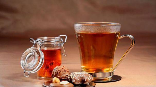 Il potere antiossidante del tè aiuta contro la demenza  - foto imageBROKER / Alamy