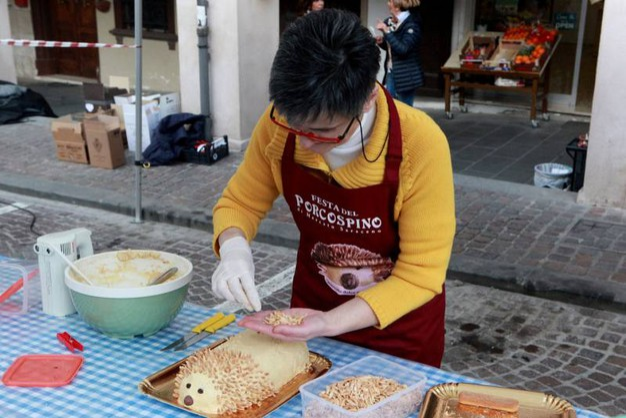 Una festa delle tradizioni gastronomiche locali (foto Ravaglia)