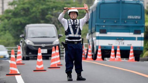Un poliziotto giapponese (Afp)