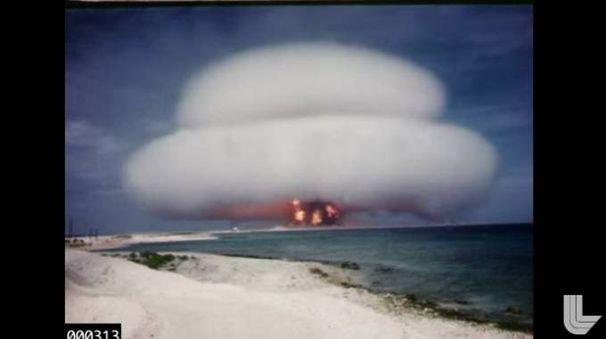 Il frame di un filmato dei test nucleari Usa pubblicato su Youtube