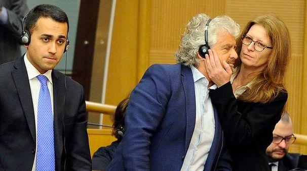 Luigi DI Maio, Beppe Grillo e Laura Bottici al convegno sull'acqua alla Camera (Lapresse)