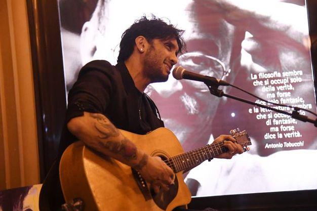 Fabrizio Moro ha presentato il suo ultimo album 'Pace' alla eltrinelli (Schicchi)