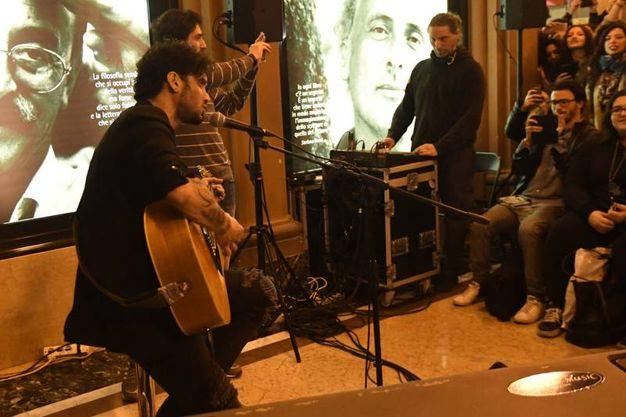 A Sanremo ha cantato 'Portami via' (Schicchi)
