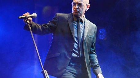 IL RITORNO Enrico Ruggeri sul palco con «Noblesse Oblige»