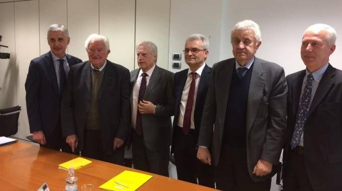 VERTICE Il gruppo dirigente di Orogel: da sinistra Luca Pagliacci, Francesco Antonelli, Bruno Piraccini, Giancarlo Foschi, Maurizio Tortolone e Libero Capellini
