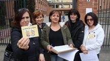 Alcune delle mamme che protestano (Gianluca Moggi / New Press Photo)