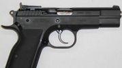 Una pistola come quella rubata nei locali della Municipale