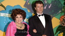 Gina Lollobrigida con Javier Rigau y Rafols nel 2005 (Ansa)