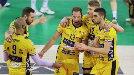 La gioia dei giocatori dell'Azimut Modena che hanno conquistato il pass per i Paly Off a 6