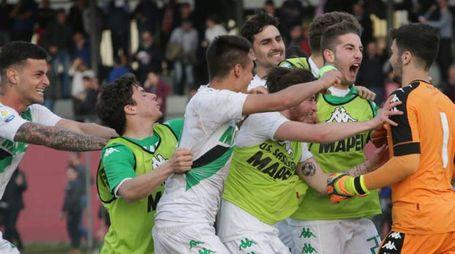 La gioia dei giocatori del Sassuolo al termine della sfida contro l'Inter che si è decisa ai calci di rigore