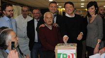 """Congresso del Pd: Matteo Renzi vota al Circolo """"Vie Nuove"""""""