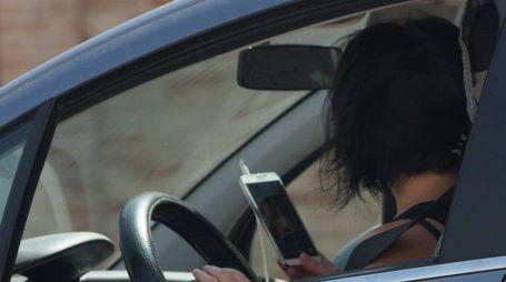 Forlì, controlli a tappeto contro chi usa il cellulare in auto