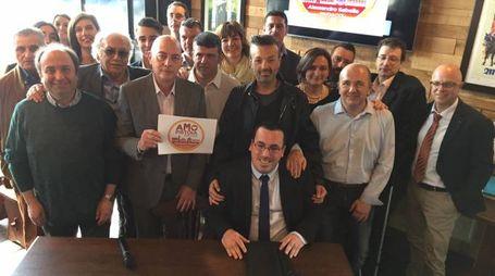 Alessandro Sabella con i candidati della lista <Io amo Pistoia>