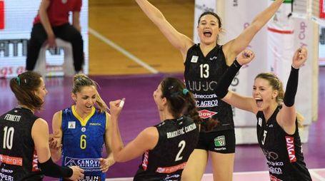 La gioia delle ragazze della Liu-Jo Nordmeccanica al termine della sfida contro Bolzano