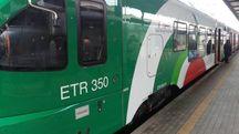 Un treno fermo in stazione