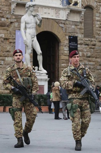 Sicurezza, pattuglie antiterrorismo in centro a Firenze (New Press Photo)