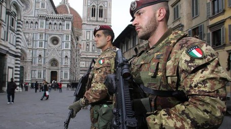 Sicurezza, pattuglie antiterrorismo in centro a Firenze