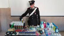 Il materiale sequestrato dai carabinieri del nucleo operativo e radiomobile
