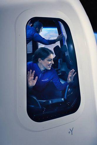 Finestre sullo spazio a gravità zero (Foto: Blue Origin)