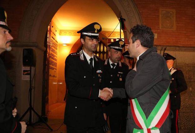 Il sindaco Pierini incontra i vertici dell'Arma che sta indagando sull'omicidio (Ansa)