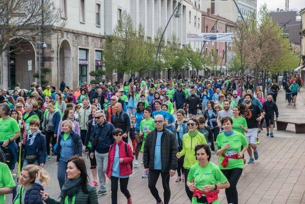 Migliaia di persone al via della corsa (foto Donzelli)
