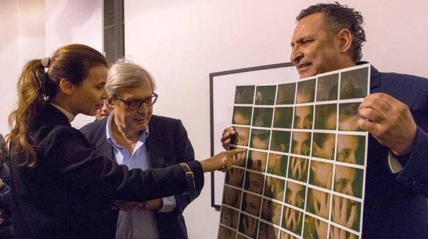 Da sinistra, Sabrina Colle, Vittorio Sgarbi e Maurizio Galimberti, vincitore del Premio Ghergo