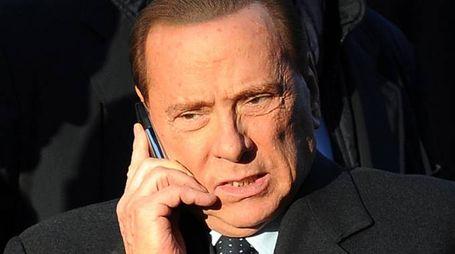 Silvio Berlusconi al telefono (Foto Ansa)