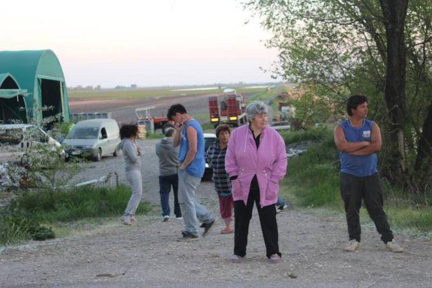 Lo sgomento delle persone sul luogo del delitto a Portomaggiore (foto Vanini)